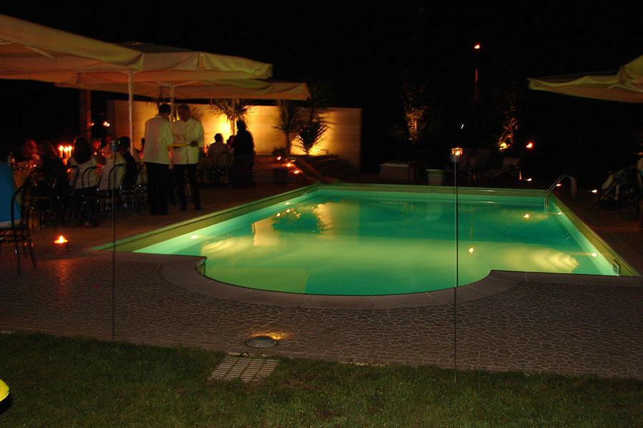 Fari lampioni e illuminazione per piscina patrizia - Illuminazione piscina ...